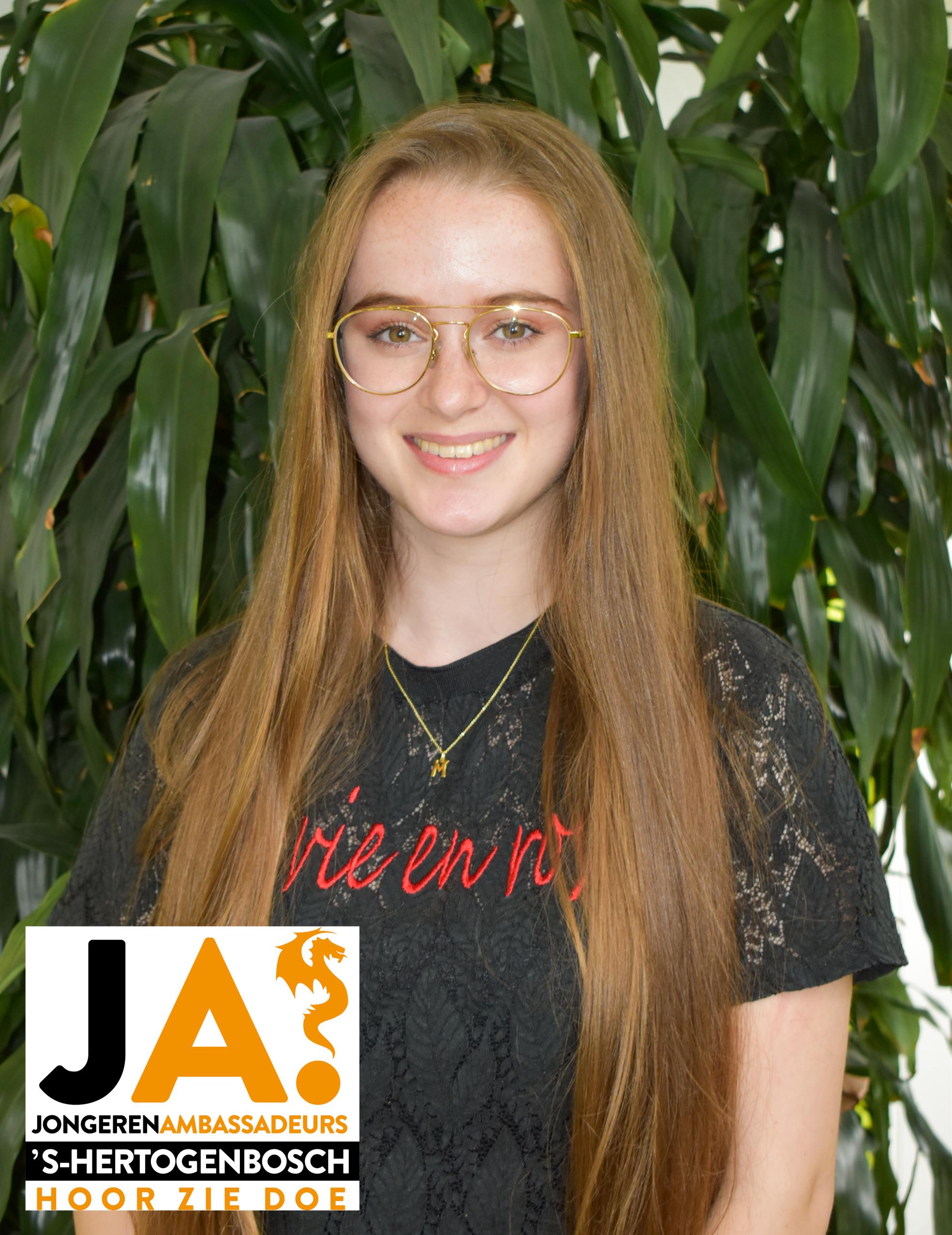Mara van Eijndhoven (19)